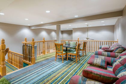 Hotel lobby | Quality Inn & Suites Jefferson City