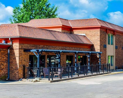 Exterior with patio | Quality Inn & Suites Kansas City Airport North