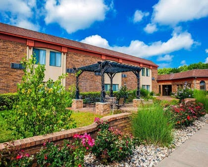 Exterior with garden area | Quality Inn & Suites Kansas City Airport North