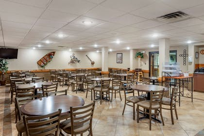 Breakfast area | Comfort Inn & Suites Branson Meadows