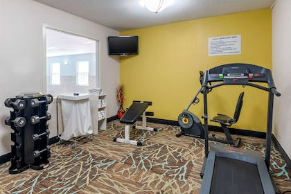 Exercise room   Quality Suites Kansas City International Airport