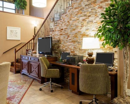 Business center | Comfort Suites Starkville