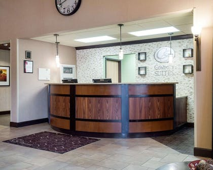 Front desk with friendly staff | Comfort Suites Starkville