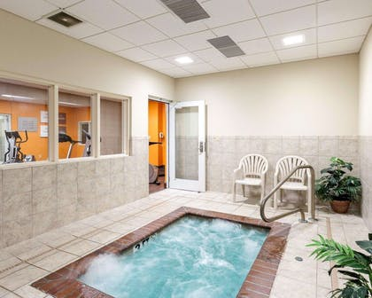 Indoor hot tub | Comfort Suites Olive Branch West