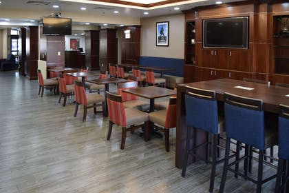 Breakfast area | Comfort Suites Olive Branch West