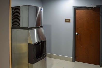 Ice machine | Comfort Suites Olive Branch West