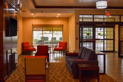 Lobby with sitting area | Comfort Suites Olive Branch West