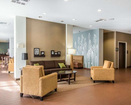 Spacious lobby with sitting area | Mainstay Suites Meridian