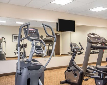 Fitness center with television | Mainstay Suites Meridian