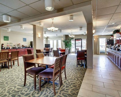 Enjoy breakfast in this seating area | Comfort Inn Moss Point - Pascagoula