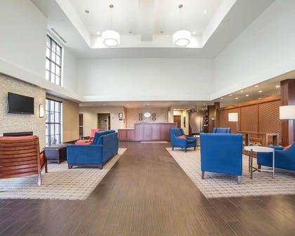 Spacious lobby | Comfort Suites