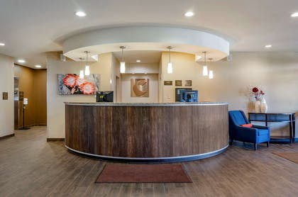 Front desk | Comfort Suites Airport