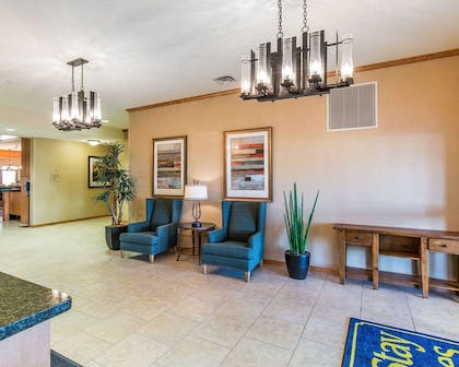 Lobby with sitting area | Mainstay Suites Sidney