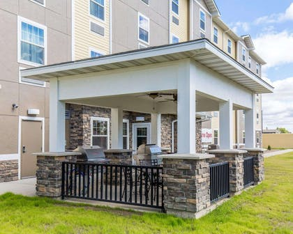 Barbecue area | Mainstay Suites Sidney