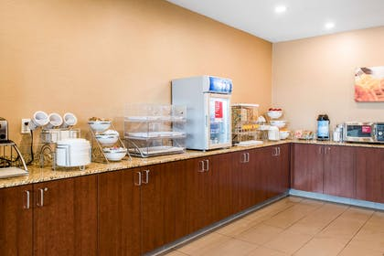 Free breakfast | Comfort Suites