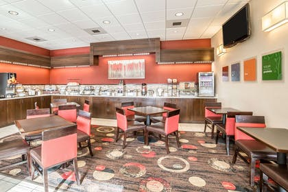 Breakfast area | Comfort Inn Gateway to Glacier