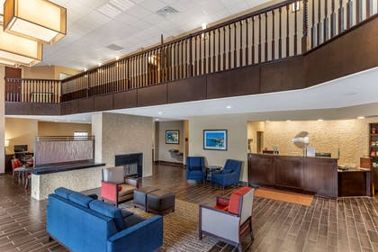 Lobby with sitting area | Comfort Suites near Camp Lejeune