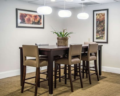 Enjoy breakfast in this seating area | Comfort Suites University - Research Park