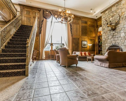 Spacious lobby | Comfort Suites Boone - University Area