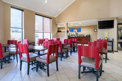 Enjoy breakfast in this seating area | Comfort Inn near Rocky Mount Sports Complex