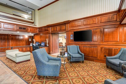 Hotel lobby | Comfort Suites Outlet Center
