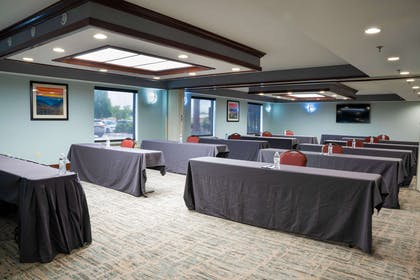 Crown Meeting Room | Comfort Suites Outlet Center
