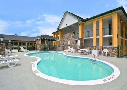 Outdoor pool with sundeck   Quality Inn & Suites Biltmore East