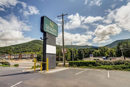 Hotel near popular attractions   Quality Inn & Suites Biltmore East