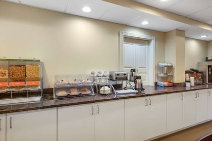 Breakfast area | Comfort Suites Raleigh - Knightdale