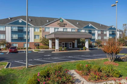 Hotel exterior   Quality Suites Pineville - Charlotte