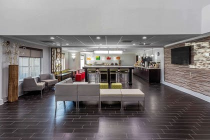 Spacious lobby with sitting area   Quality Suites Pineville - Charlotte