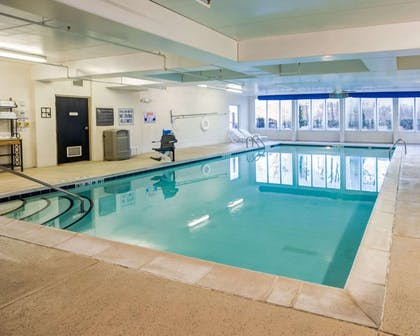 Indoor pool | Comfort Suites Airport