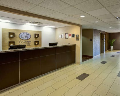 Spacious lobby | Comfort Suites Airport