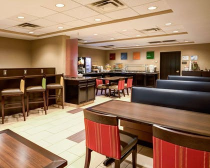Breakfast room | Comfort Suites Airport