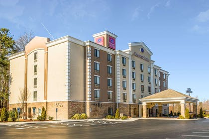 Hotel near popular attractions | Comfort Suites Four Seasons