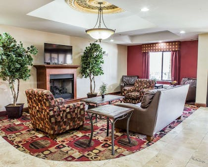 Lobby with fireplace | Comfort Suites Four Seasons