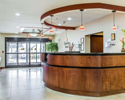 Spacious lobby | Comfort Suites Four Seasons