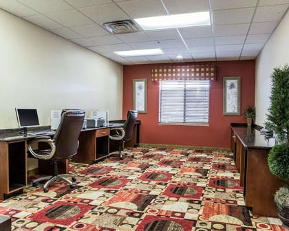 Business center with free wireless Internet access | Comfort Suites Four Seasons