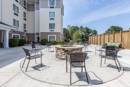 Hotel barbecue area | MainStay Suites Camp Lejeune