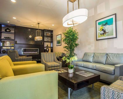 Lobby with sitting area | Comfort Suites Lake Norman - Huntersville