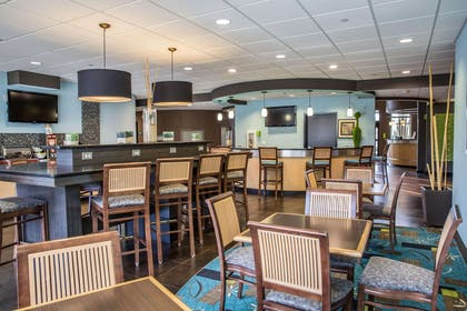 Breakfast area | Comfort Suites New Bern near Cherry Point