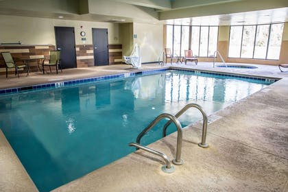 Indoor pool | Comfort Suites New Bern near Cherry Point