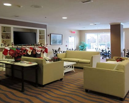 Lobby | Quality Inn & Suites Sneads Ferry - North Topsail Beach