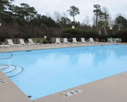 Outdoor pool | Quality Inn & Suites Sneads Ferry - North Topsail Beach