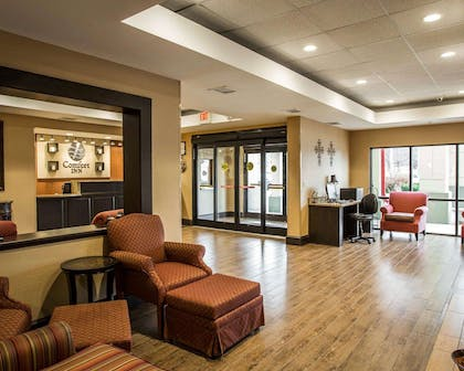 Spacious lobby with sitting area | Comfort Inn Biltmore West