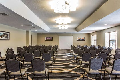 Meeting room with theater-style setup   Comfort Suites Pineville - Ballantyne Area