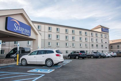 Sleep Inn Designed to Dream Hotel | Sleep Inn & Suites Conference Center and Water Park