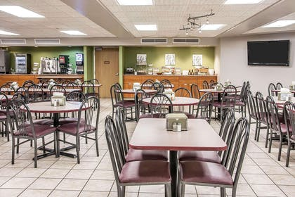 Spacious breakfast area | Sleep Inn & Suites Conference Center and Water Park