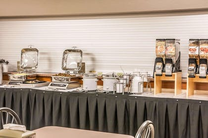 Free breakfast | Sleep Inn & Suites Conference Center and Water Park