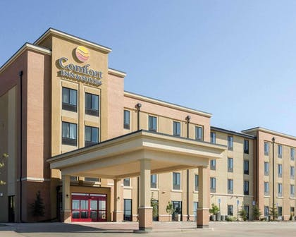 Comfort Inn and Suites hotel in Watford City, ND | Comfort Inn & Suites